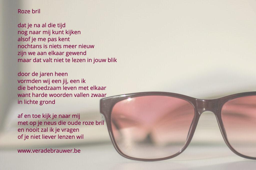 Roze bril, gedicht van Vera De Brauwer met als illustratie een foto van een roze bril